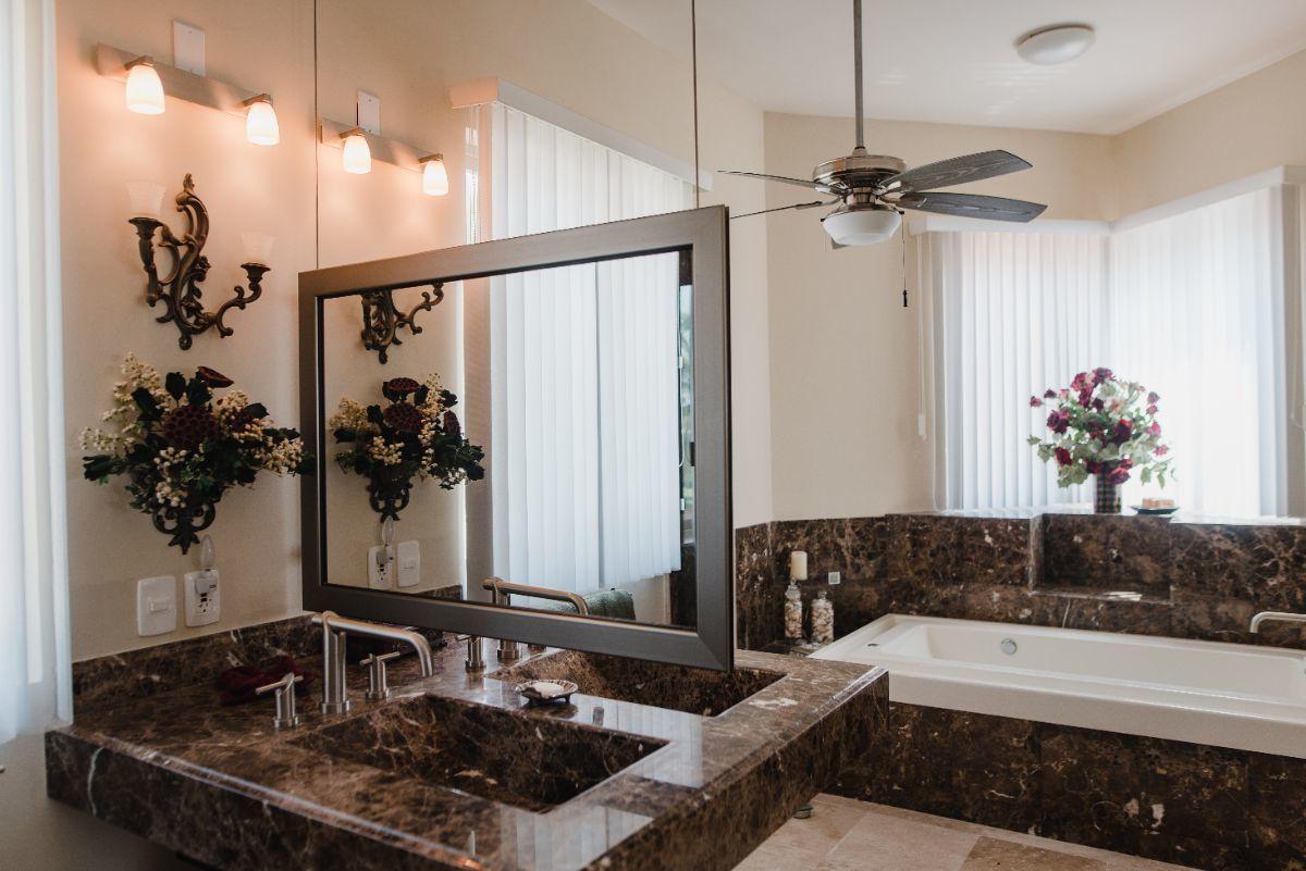 16 de 32: Baño de Suite principal, doble lavabo, doble w.c. y jacuzzi