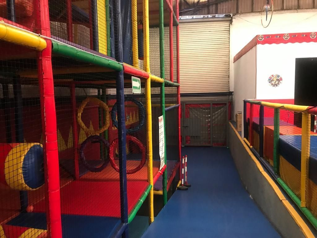 2 de 8: Adaptada como salón de fiestas infantiles