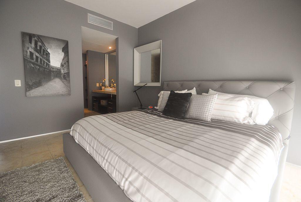 12 de 31: Master Bedroom with walk-in closet