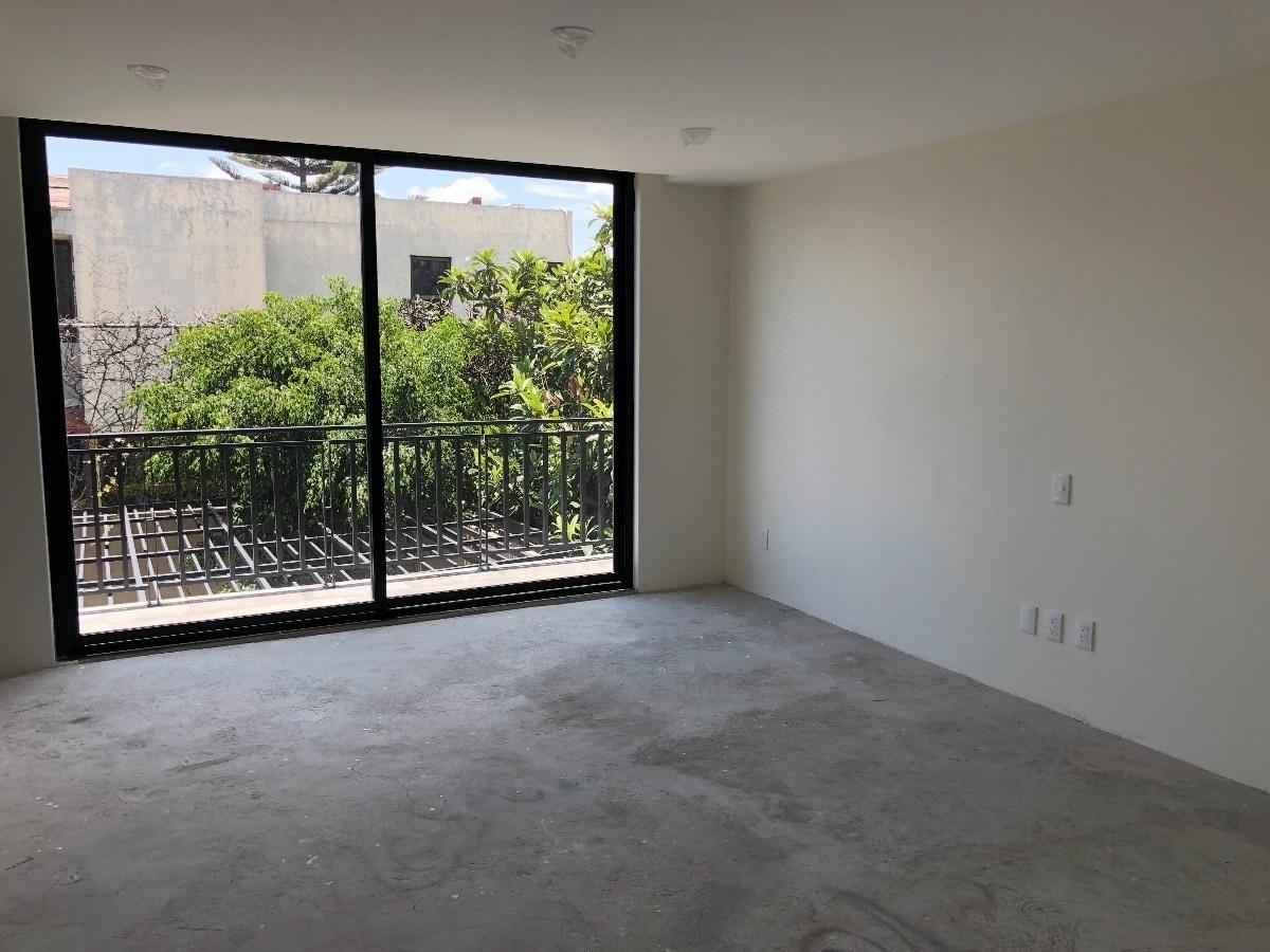 13 de 35: Recámara 2 con balcón, baño y vestidor