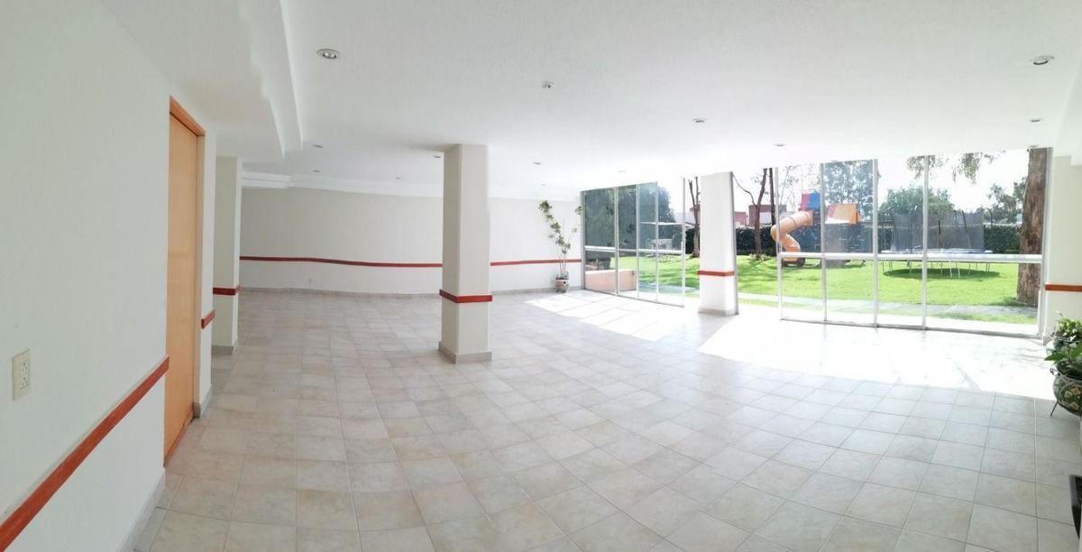 17 de 17: Salón Comunal con salida al jardín