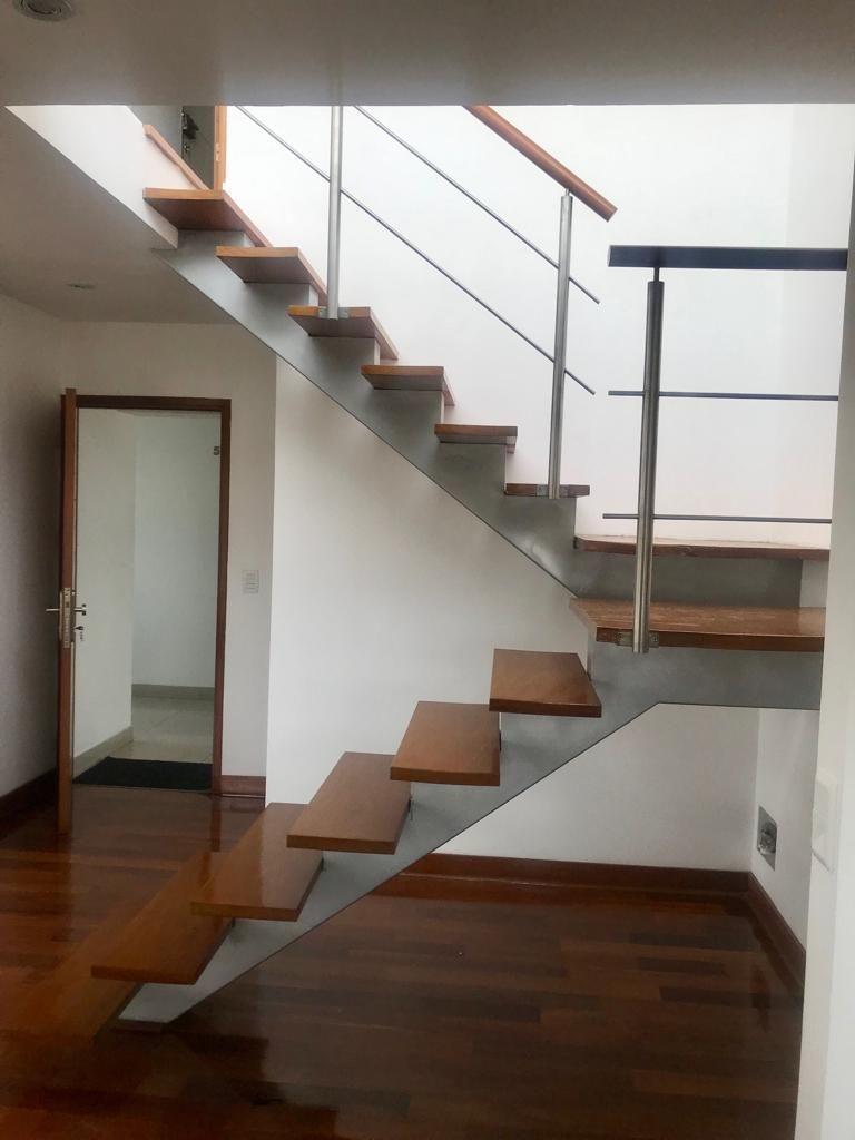 5 de 12: Escalera Duplex