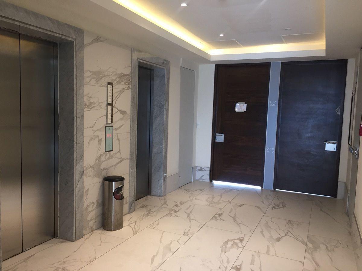 37 de 41: elevadores y luces indirectas en distribuidores