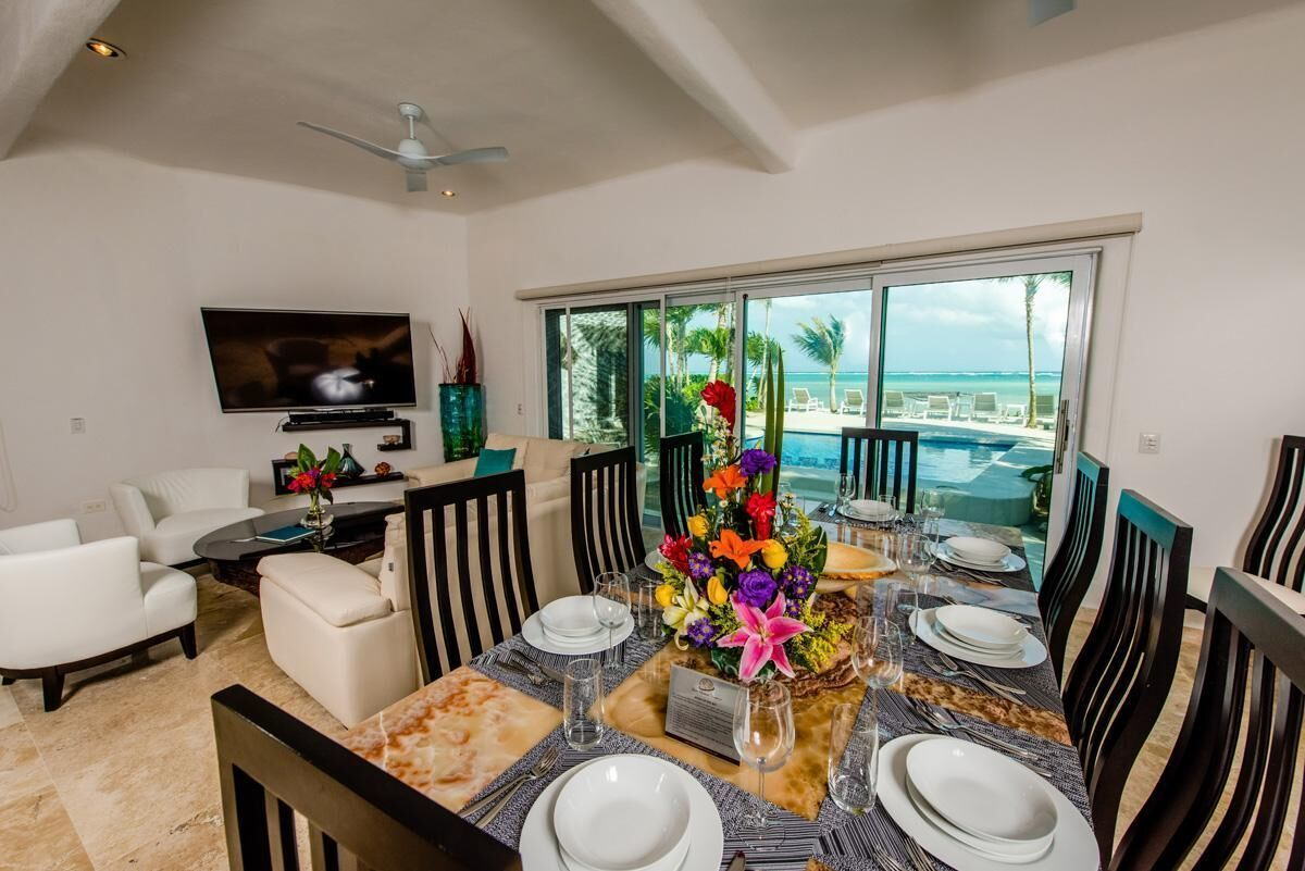 3 of 21: Casa frente al mar a la venta