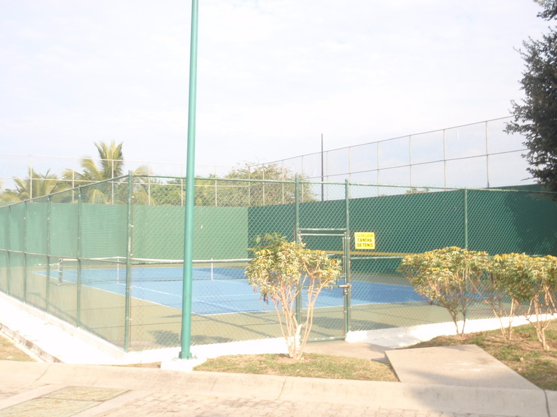 22 de 41: Cancha de tenis común