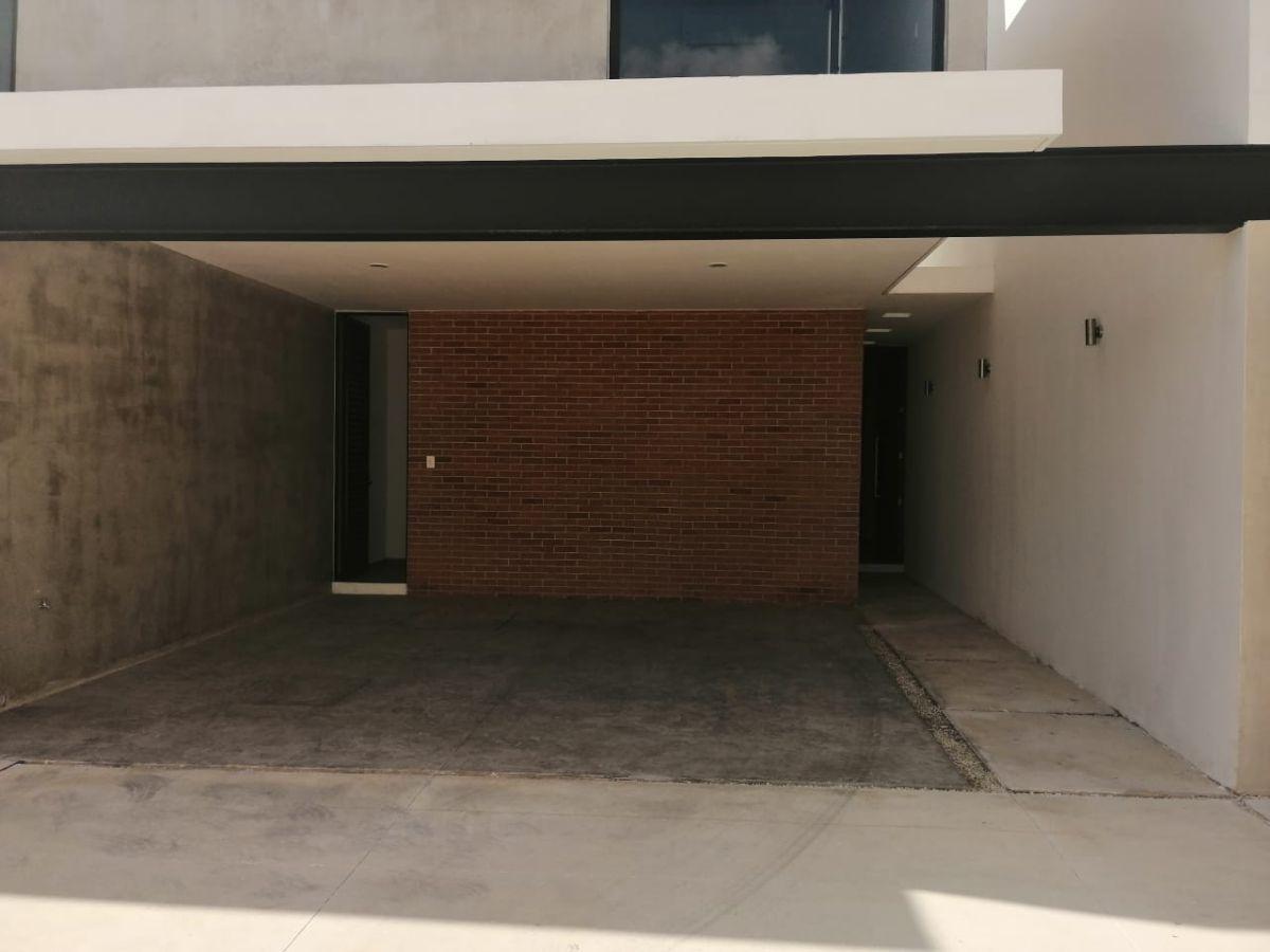 2 de 20: TOWN HOUSE SIN MUEBLES EN RENTA ZONA NORTE MERIDA
