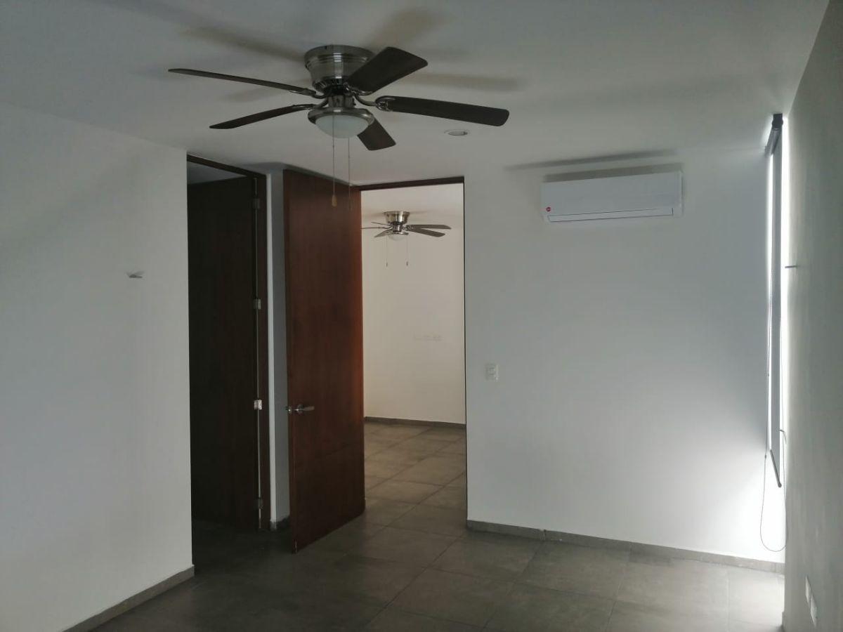 16 de 20: TOWN HOUSE SIN MUEBLES EN RENTA ZONA NORTE MERIDA
