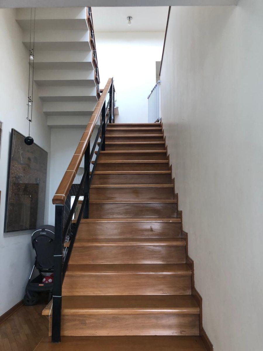 7 de 14: Escalera