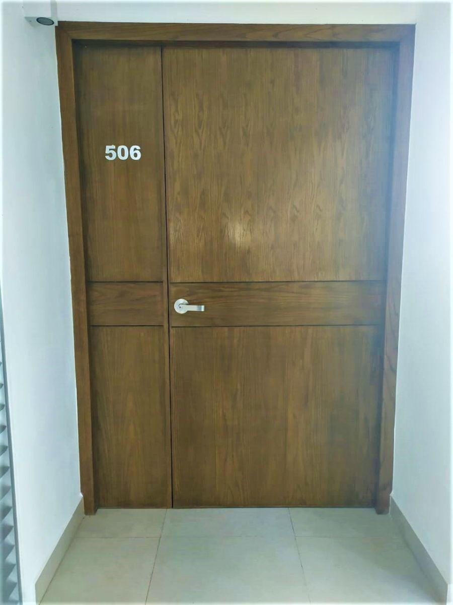 16 de 29: Puerta departamento #506