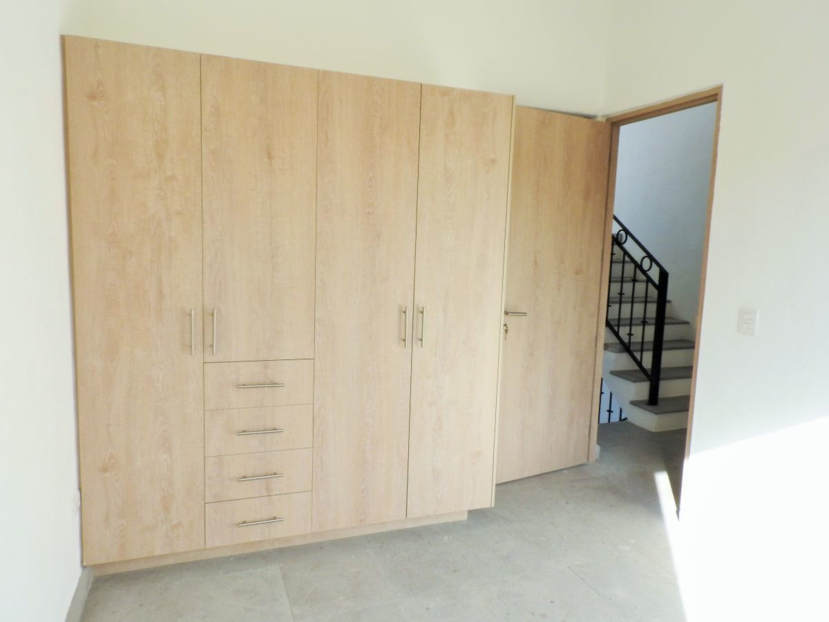 10 of 14: Habitación con closet