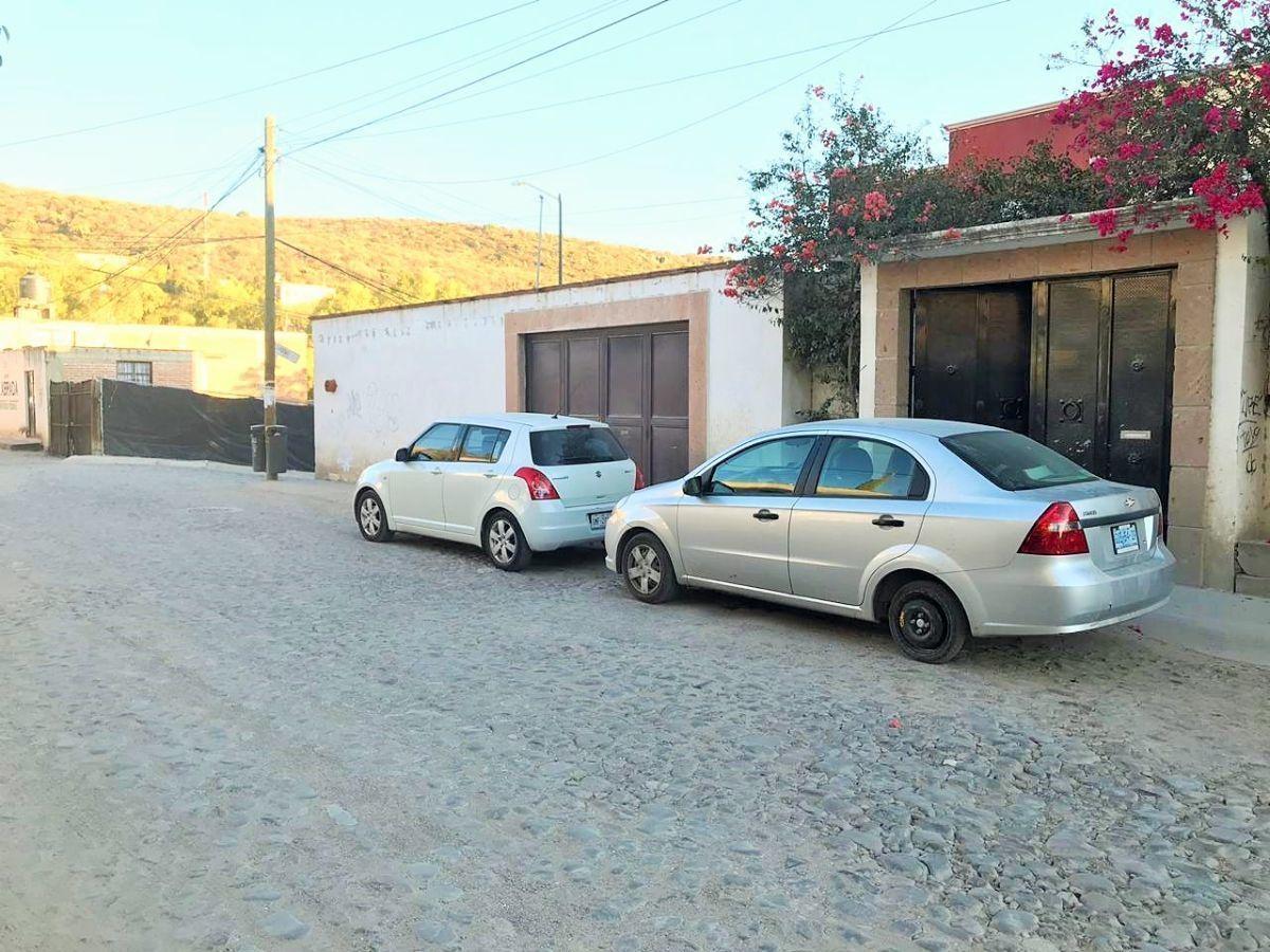 2 of 20: Vista de la calle