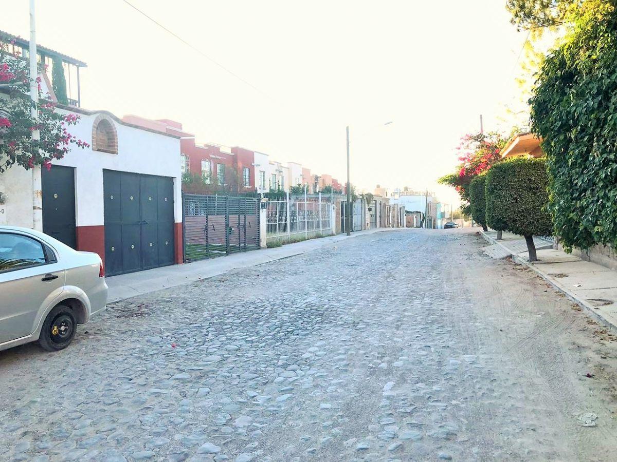 3 of 20: Vista de la calle