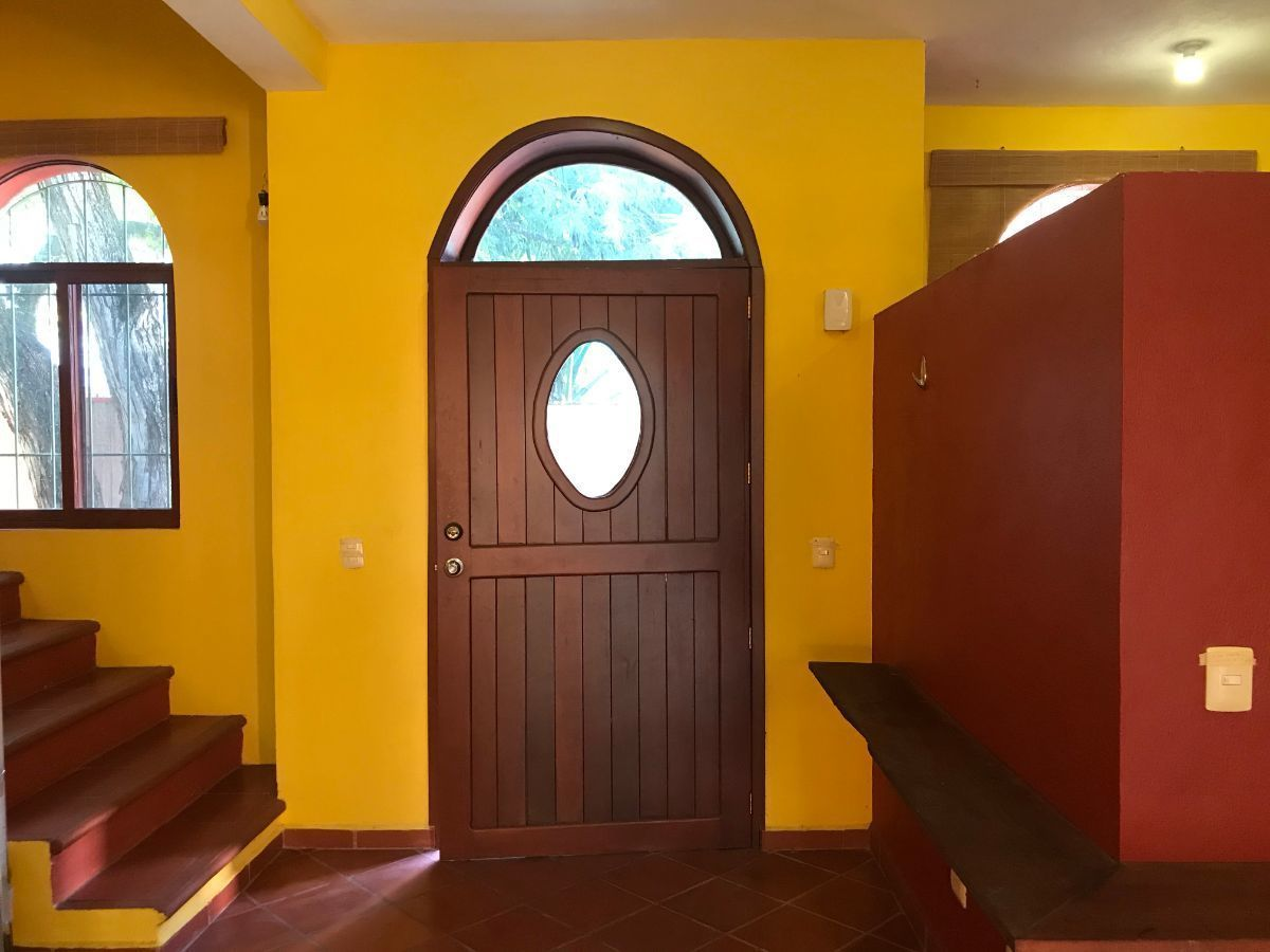 4 of 20: Puerta Principal casa