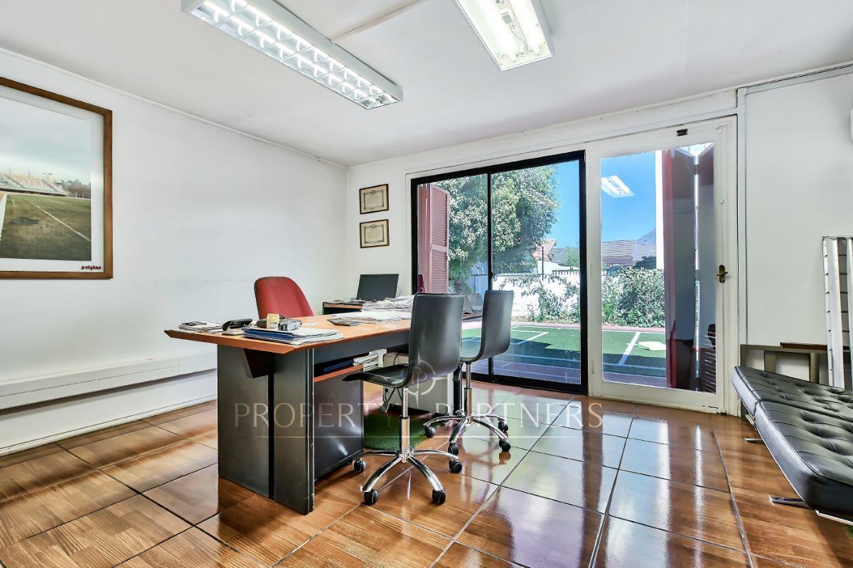 7 de 11: Oficina principal primer piso