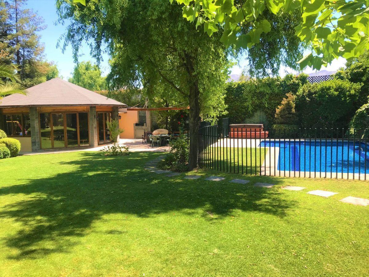 6 de 24: Vista quincho y piscina desde terraza