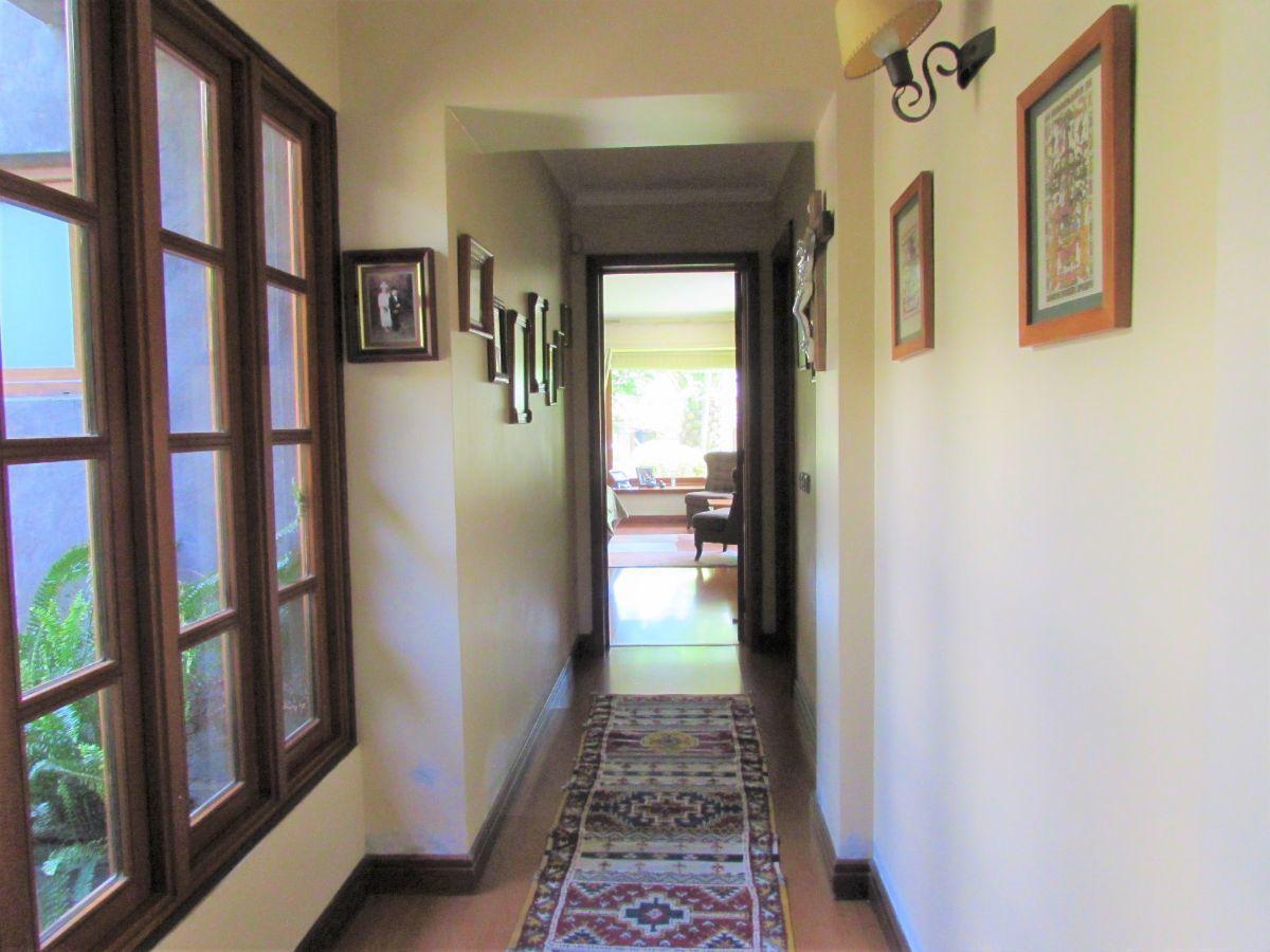 9 de 24: Pasillo acceso dormitorio principal