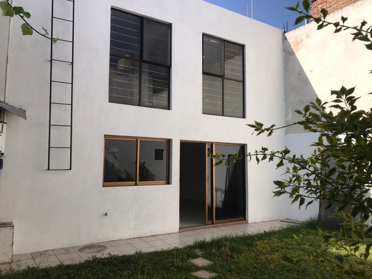 2 de 13: fachada posterior