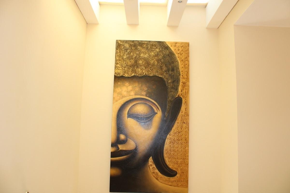 6 de 28: Beautiful art work on the hall