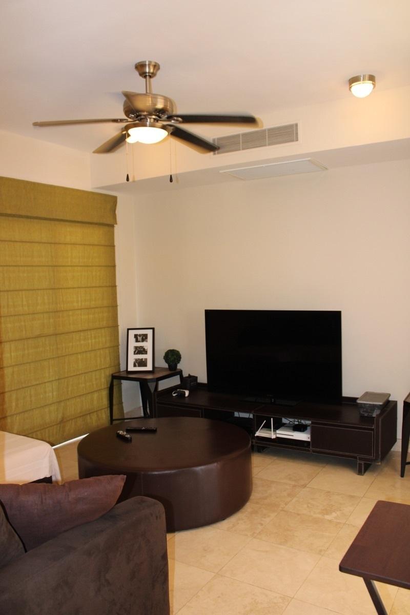 24 de 28: TV room