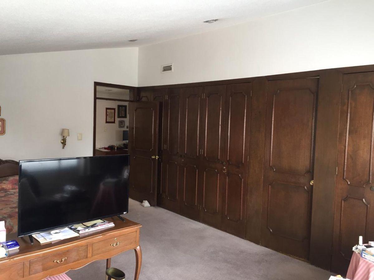 18 de 25: Habitación principal/vista desde el sofá