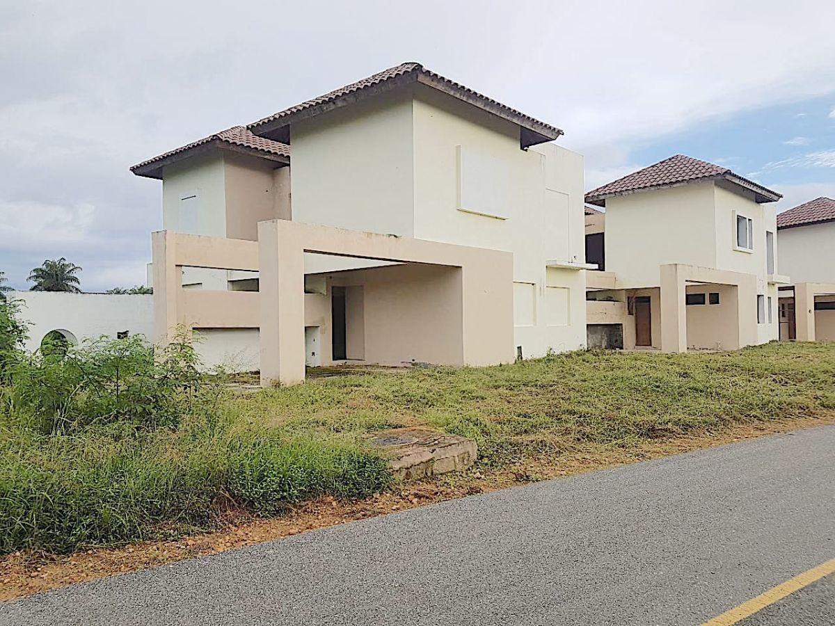 1 de 4: frente de las 2 casas