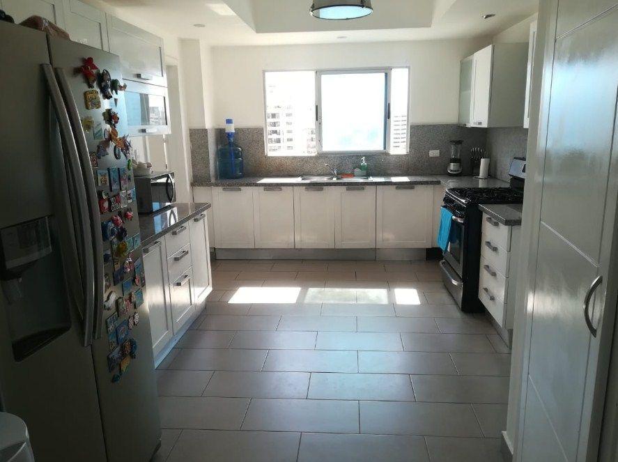 6 de 9: amplia cocina ventilada