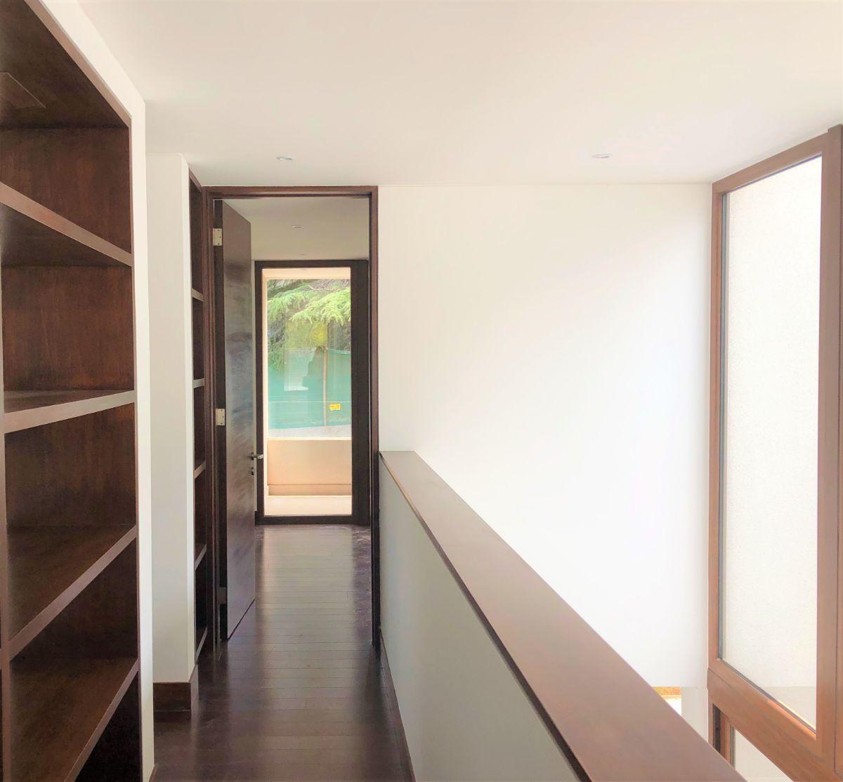 10 de 12: Pasillo entre dormitorios segundo piso
