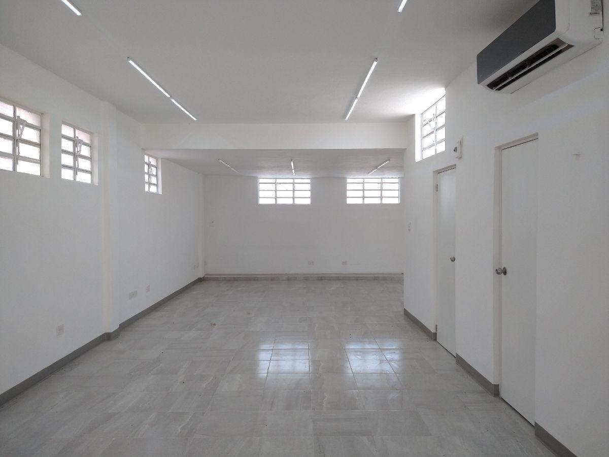 1 de 18: Area de oficinas