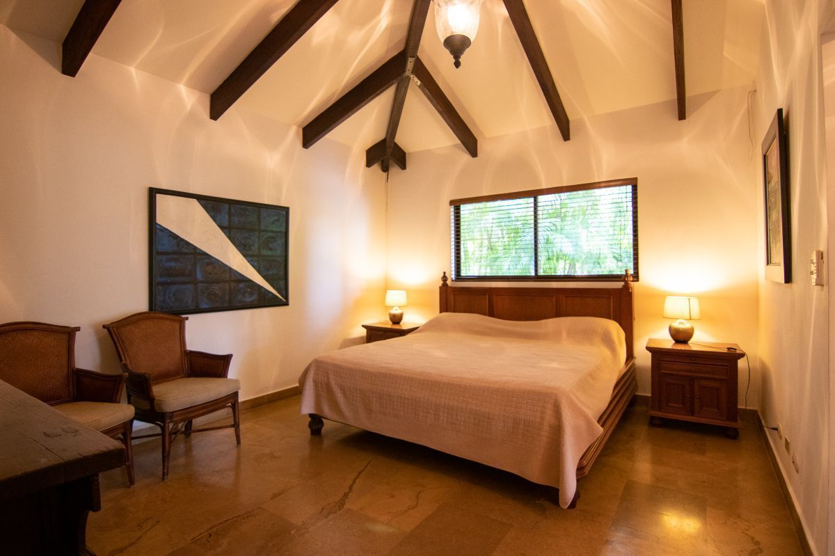 10 of 20: Master bedroom