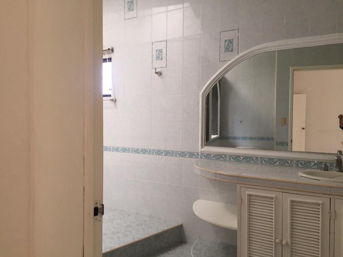 16 de 29: Baño principal con jacuzzi