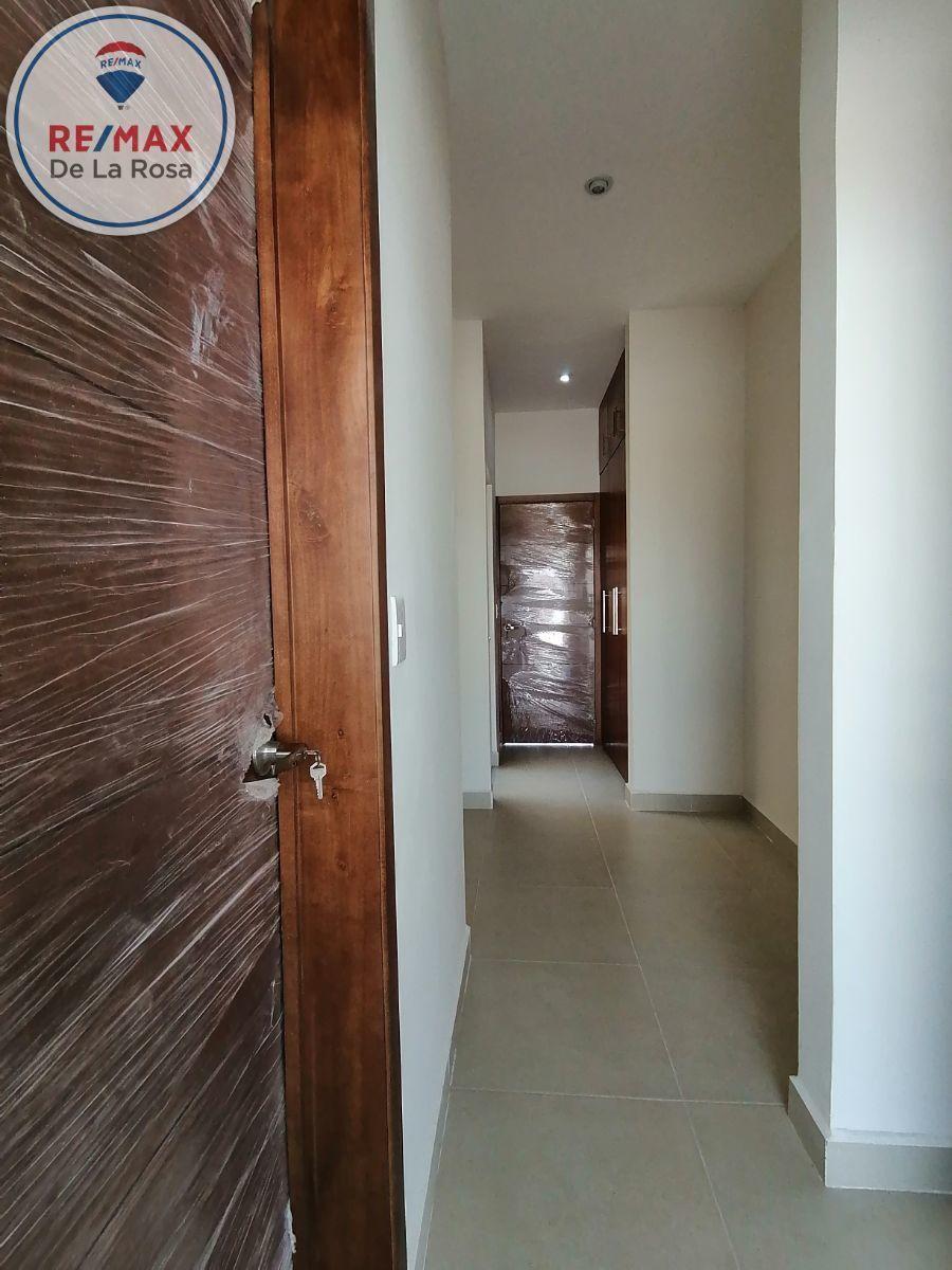 15 de 40: acceso de cocina al  area de alacena y  de lavado