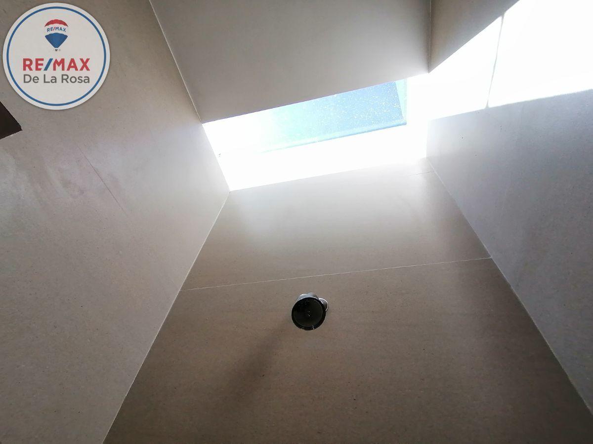 29 de 40: regadera de recamara principal con domo de cristal templado