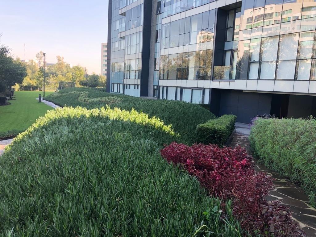 9 de 18: Fachada  y areas verdes