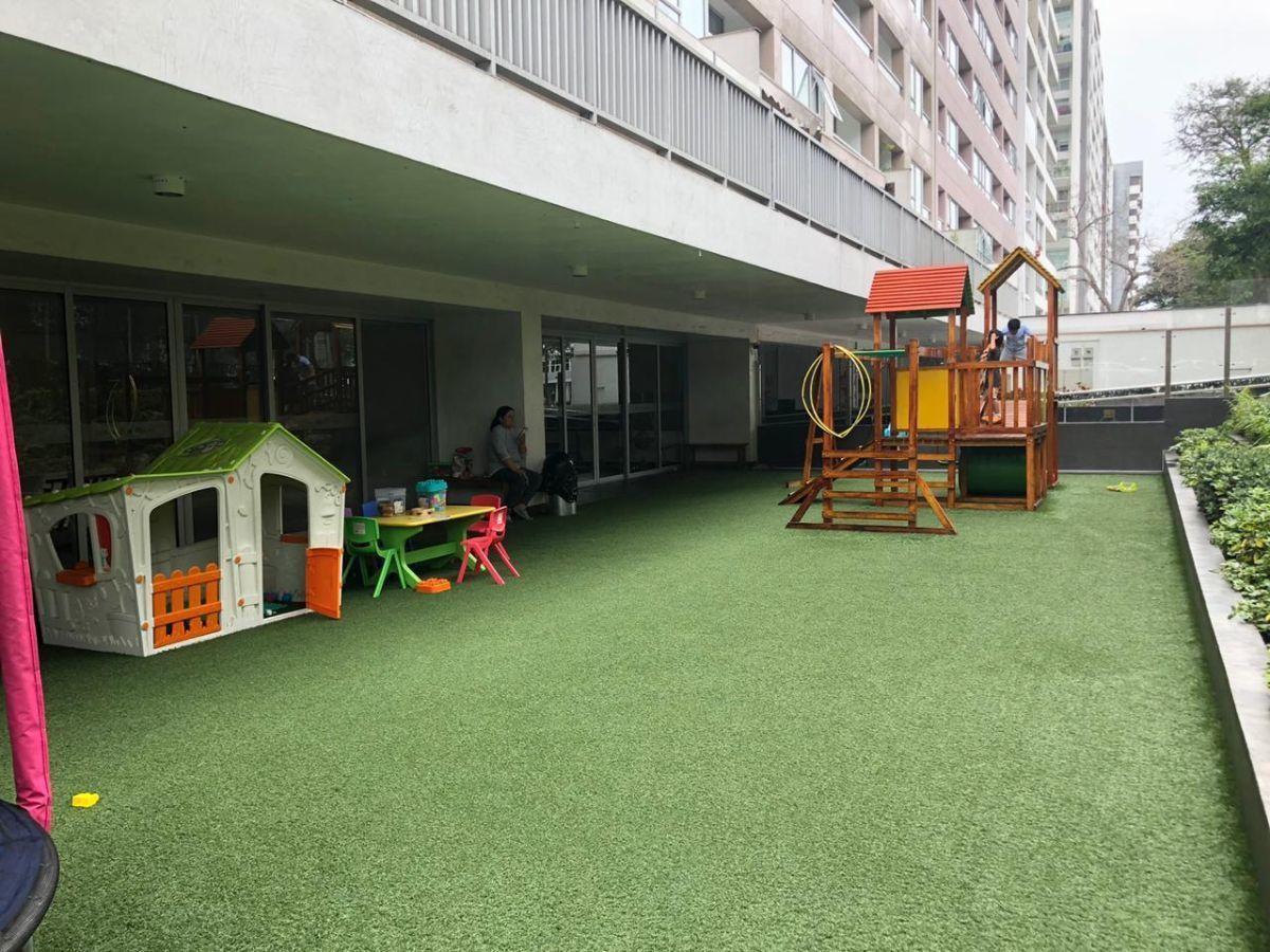 8 de 10: Jardín con juegos