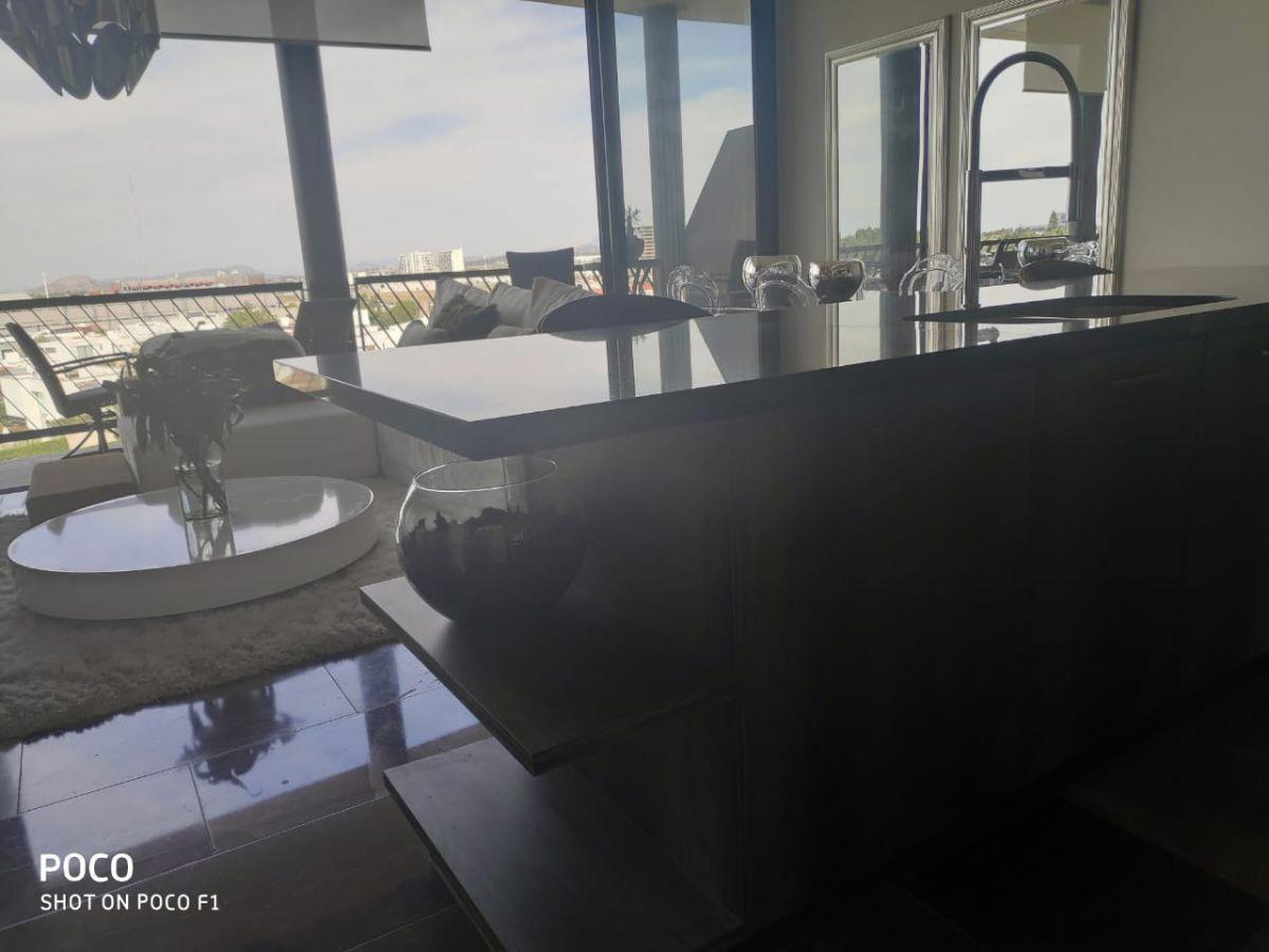 11 de 48: Vista desde la cocina hacia terraza