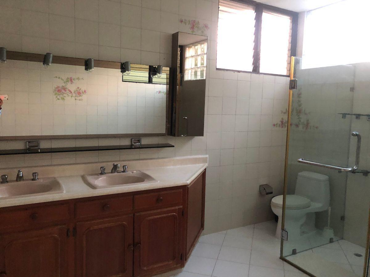14 de 19: Baño habitacion principal con Jacuzzi