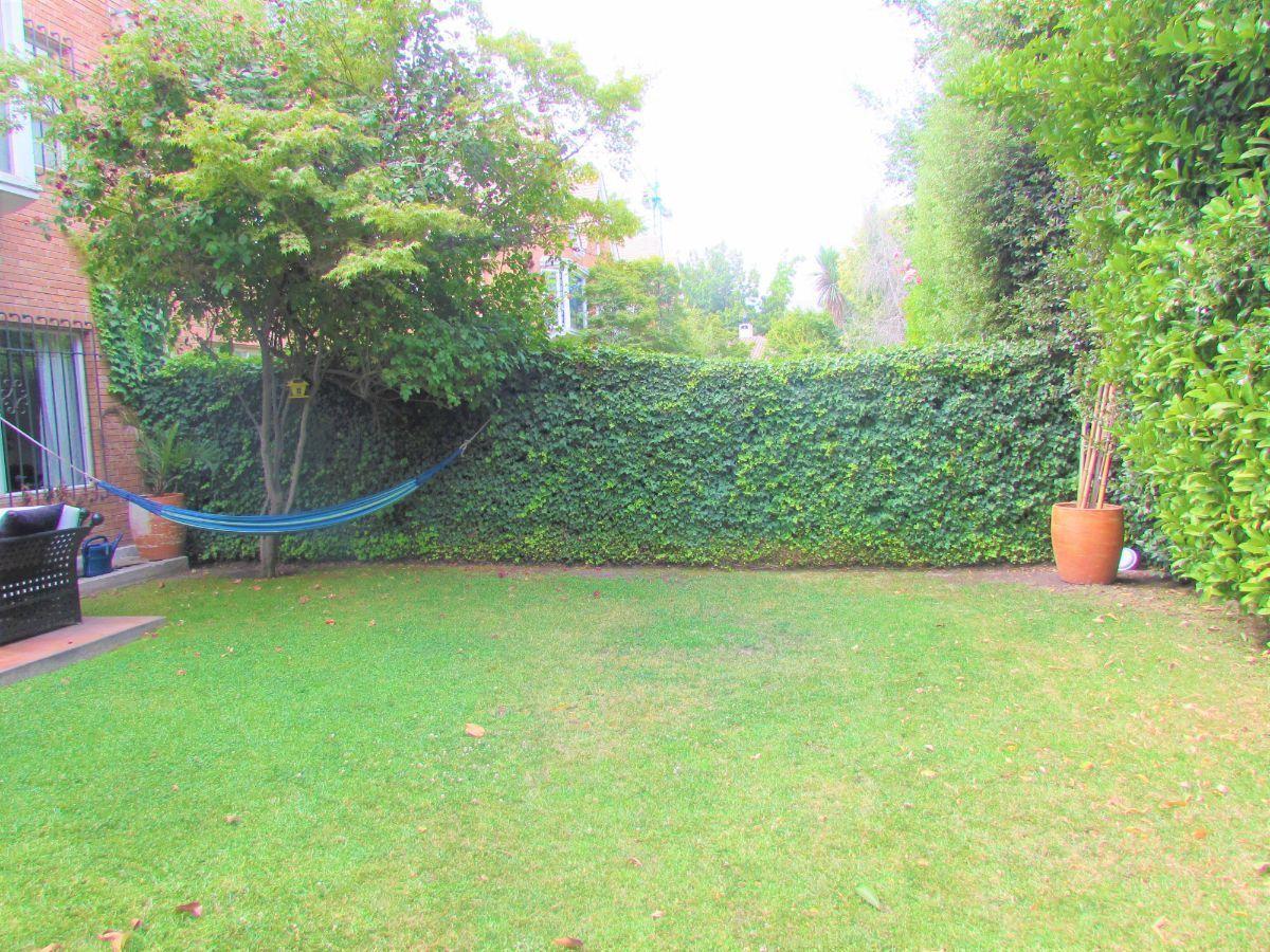 6 de 19: Jardín
