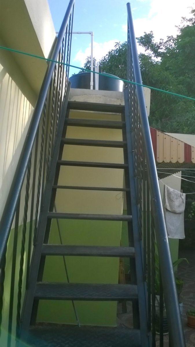 6 de 16: escalera hacia azotea