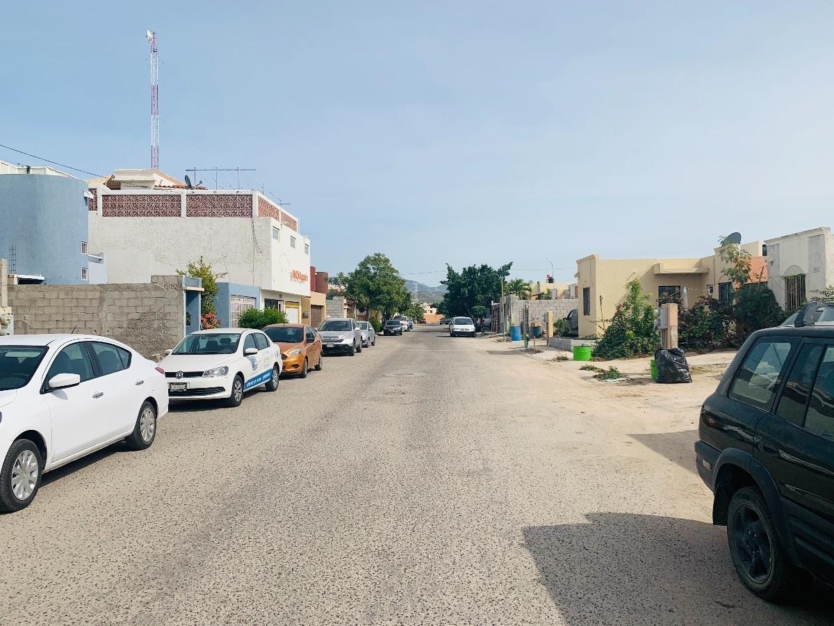 14 de 16: Acceso calle del meson