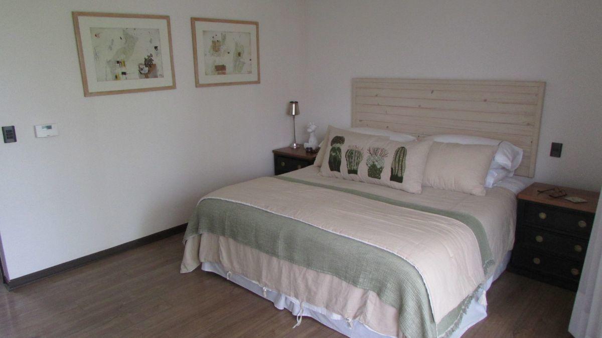 5 de 15: Dormitorio principal con vista norte