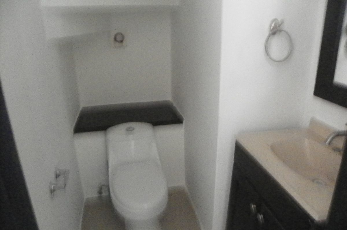 8 de 16: 1/2 baño en la planta baja