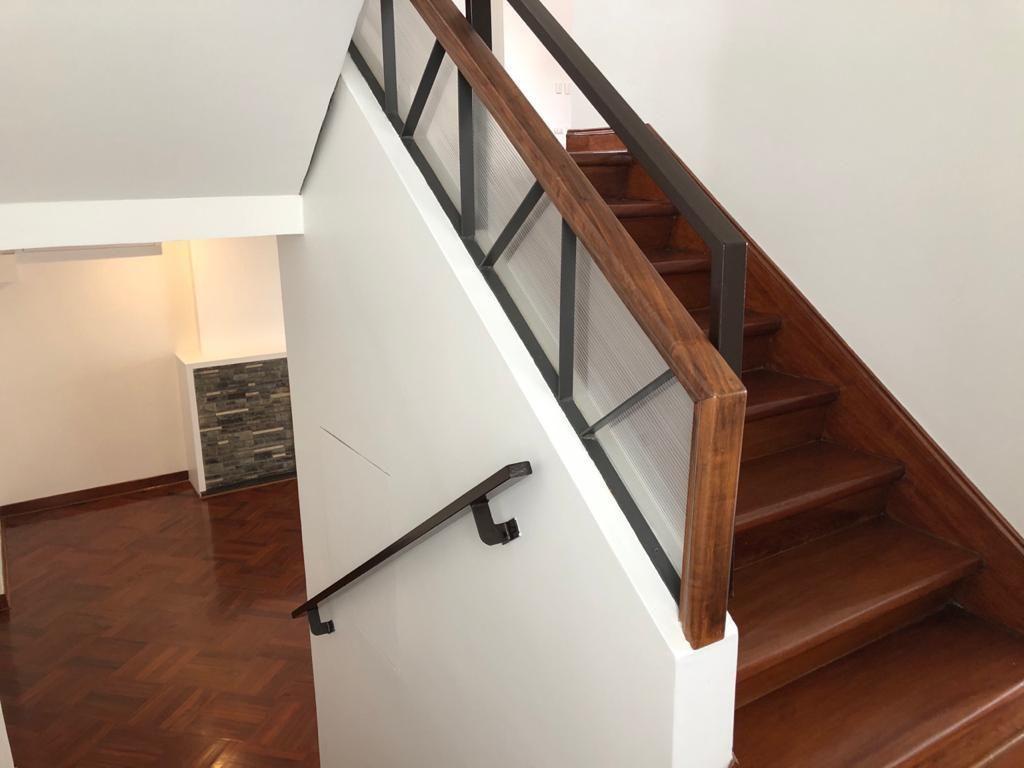 11 de 29: Escalera - mezzanine.