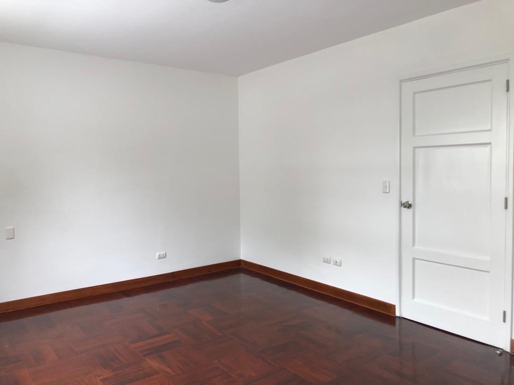 13 de 29: Sala de estar con closet, puede ser un quinto dormitorio.