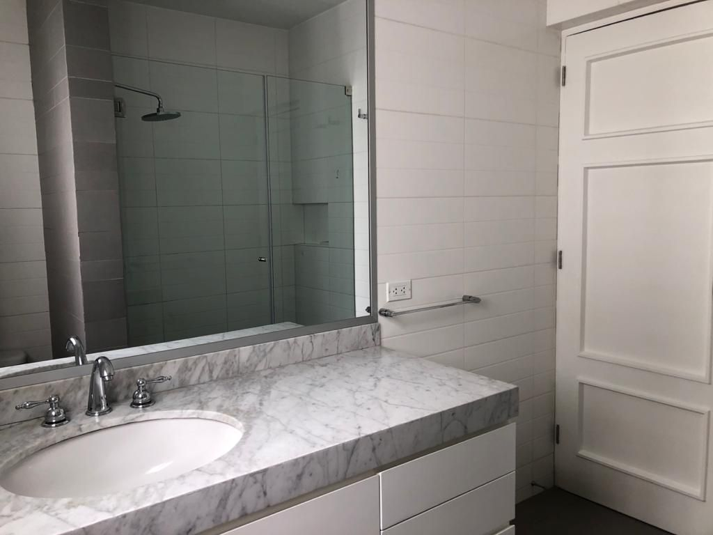 26 de 29: Baño cuarto dormitorio - panic room