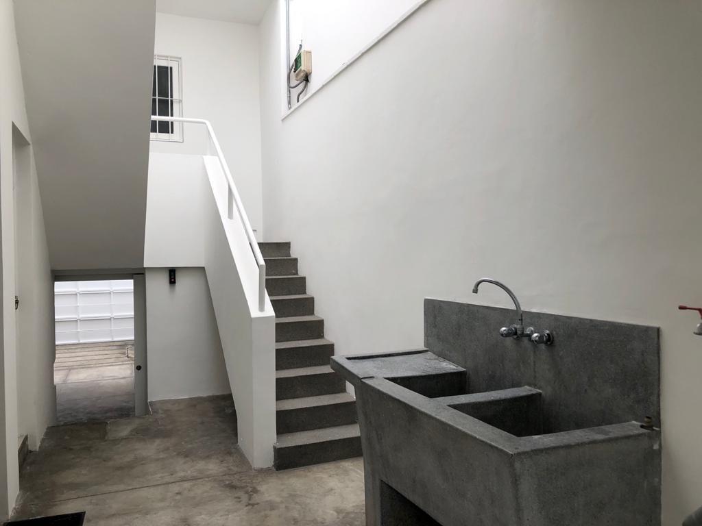 27 de 29: Lavandería, garage y escalera de servicio.