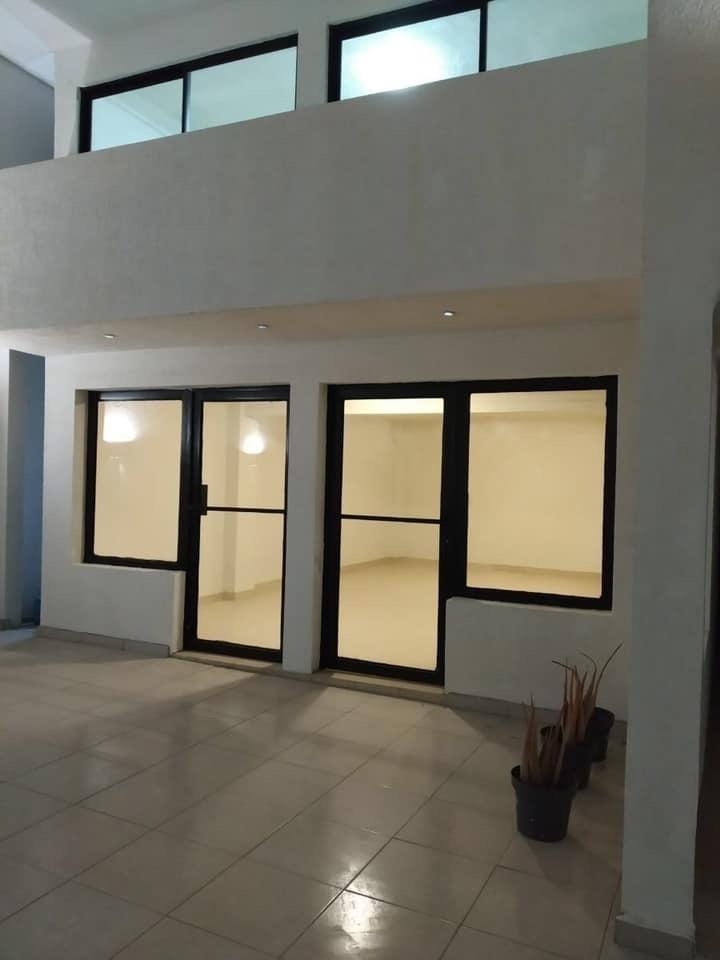 4 de 5: Fachada primer piso.
