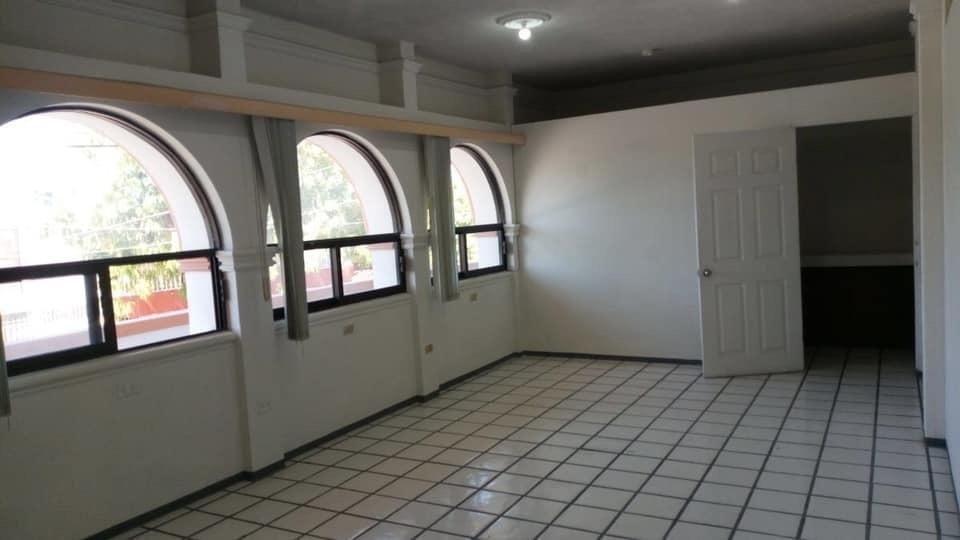 2 de 4: Interior.