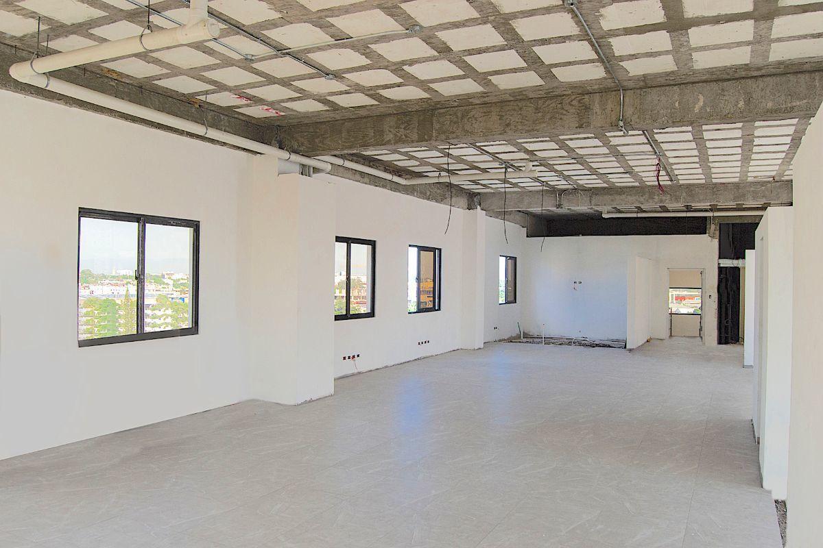 2 de 14: Interior local con piso