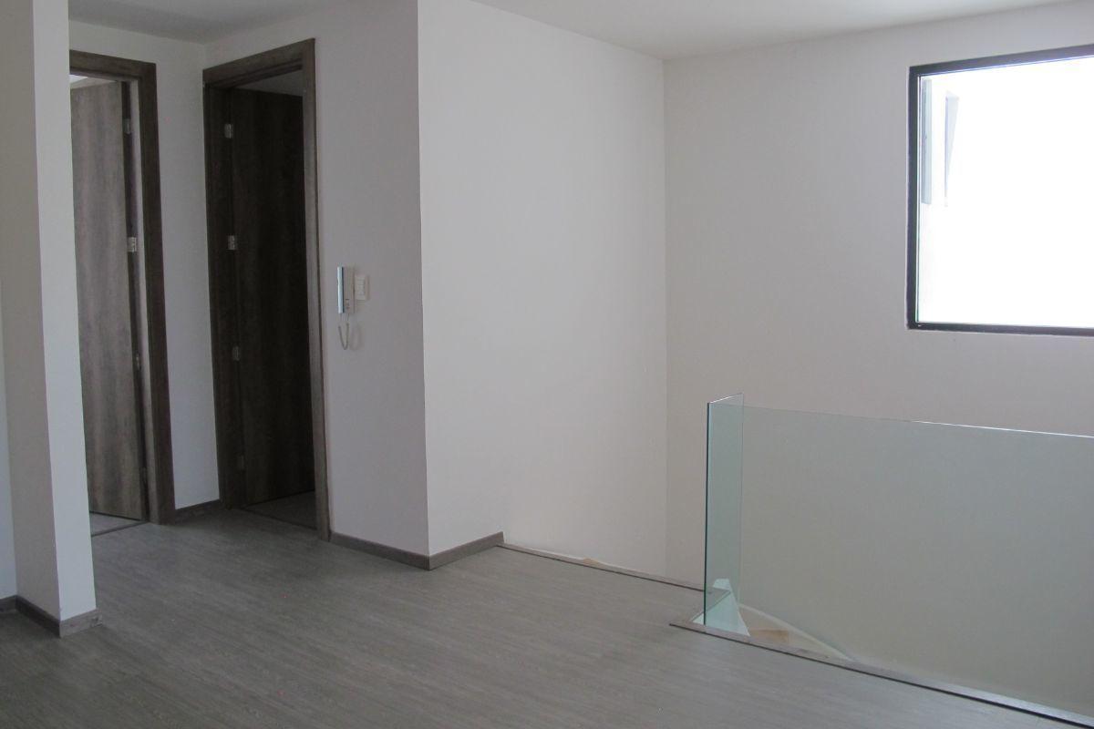 6 de 16: Acceso primer piso