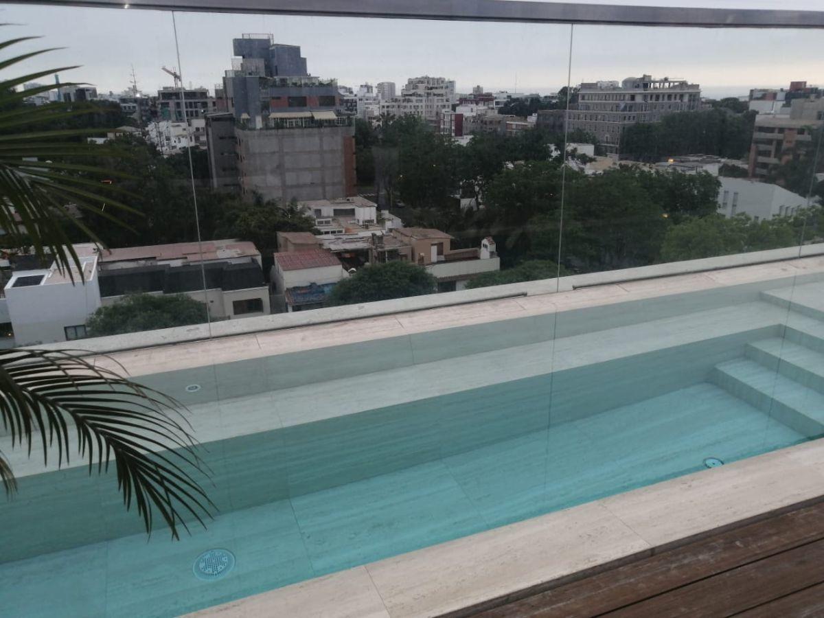 2 de 41: Piscina sin bordes con vista al parque Ernesto Alayza Grundy
